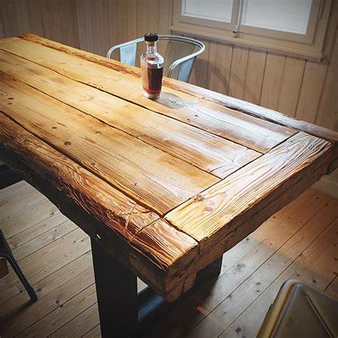 tisch aus altholz esstisch altholz 18 patinierter tisch aus altholz und stahl das objekt