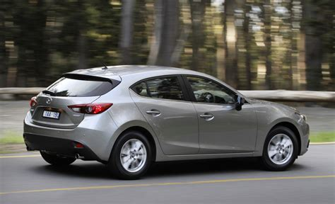 Review Mazda 3 by Loading Images