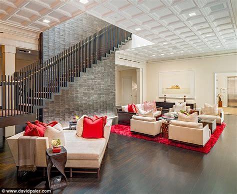 kelly ripa puts stunning  york apartment   market