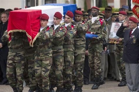 si鑒e de montauban a montauban le recueillement et le silence pour l 39 hommage aux soldats tués la croix