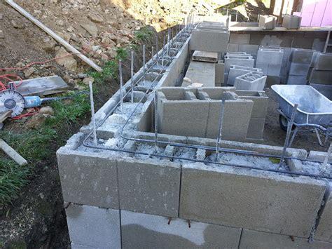 erdkeller selber bauen schalsteine f 252 r den erdkeller setzen 2 tag selber haus bauen