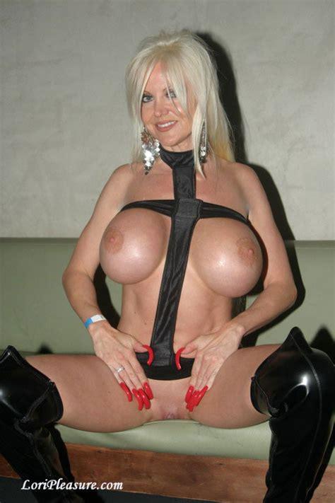 Bimbo Lori Pleasure - PornHugo.Com