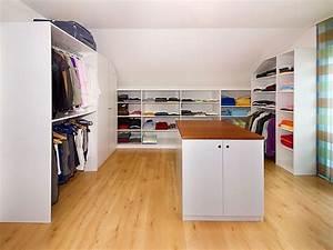 Planung Begehbarer Kleiderschrank : laufsteg in der dachschr ge urbana m bel ~ Indierocktalk.com Haus und Dekorationen