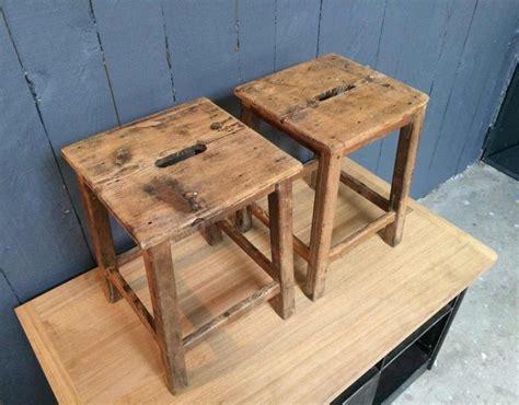 tabouret d atelier en bois