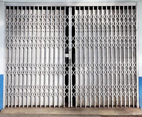 rideau de fer pour commerce cr 233 ation de fermetures m 233 talliques grille rideau volet porte ballustrade mussidan