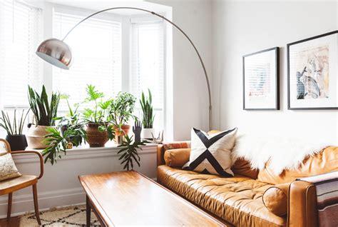plant filled living rooms   decor inspiration