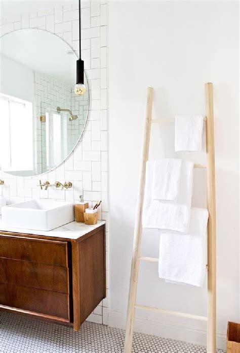 echelle salle de bain etagere ou porte serviettes en