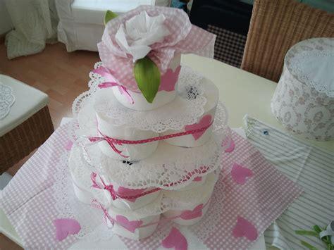 torte aus toilettenpapier torte aus toilettenpapier als geburtstagstorte oder hochzeitstorte hochzeit