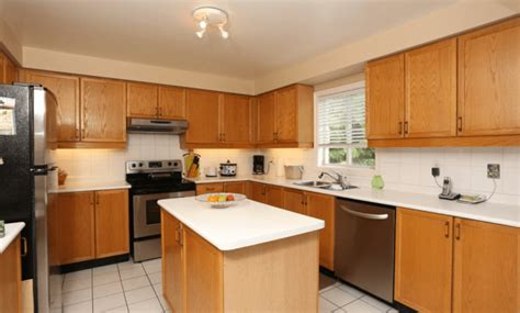kitchen cabinet and wood floor color combinations how to match kitchen cabinet countertops and flooring