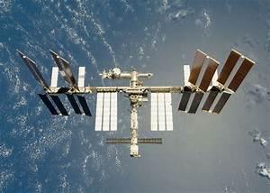 Space debris misses ISS by just 820 feet - Geek.com