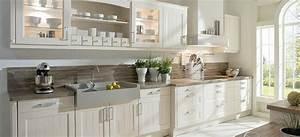 Küchen Ideen Landhaus : wei e landhausk che mit viel stauraum claudia pinterest haus k chen k che und haus ~ Heinz-duthel.com Haus und Dekorationen