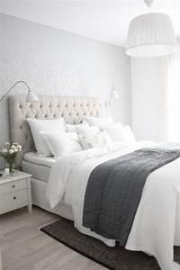 Bett Mit Kissen Dekorieren : 50 quartos de casal cinza inspiradores fotos ~ Bigdaddyawards.com Haus und Dekorationen