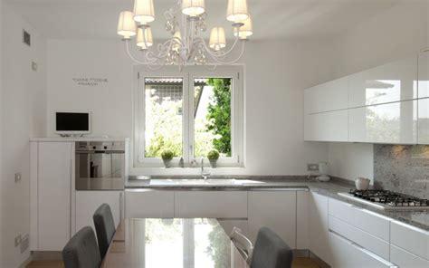 lavello sotto finestra molto cucine con lavandino sotto finestra uf03 pineglen