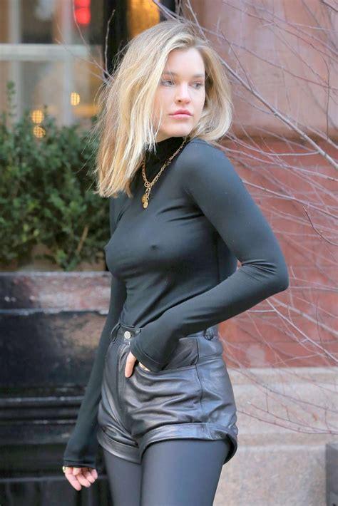 Vyzuba Big Tits Blog Joy Corrigan Pokies In Braless Photoshoot At New York 7 Pics