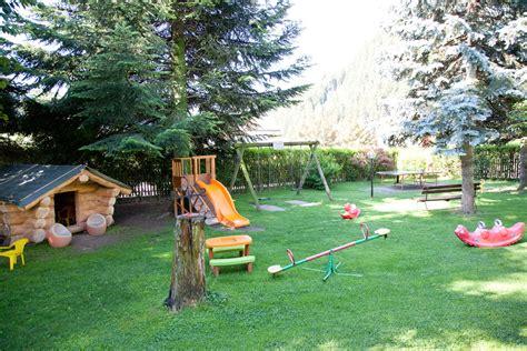 Spielplatz Für Den Garten by Sch 246 Ner Garten Mit Spielplatz Und Liegewiese Im Hotel