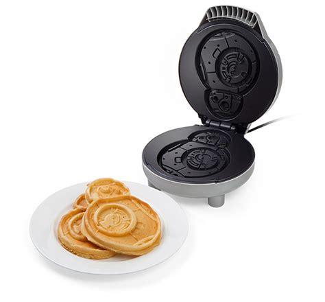 Star Wars BB 8 Waffle Maker   ThinkGeek