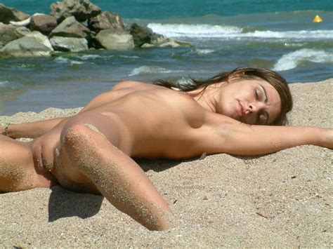 Nude In Sand Hall Of Fame Photo Nn