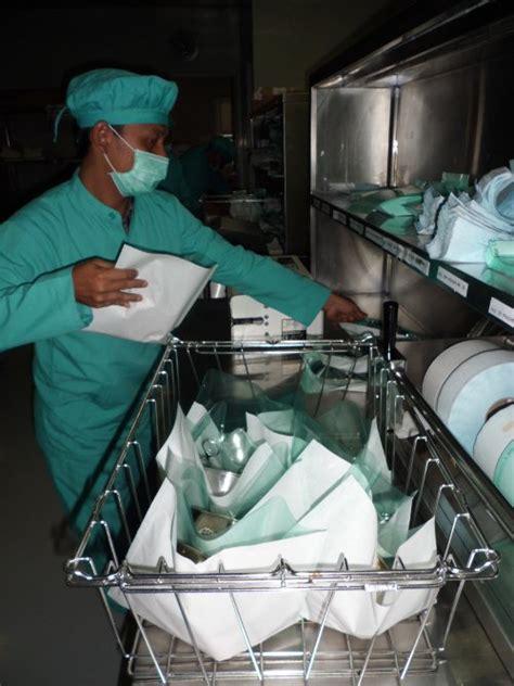 Cara Membungkus Alat Sebelum Sterilisasi dengan Teknik ...