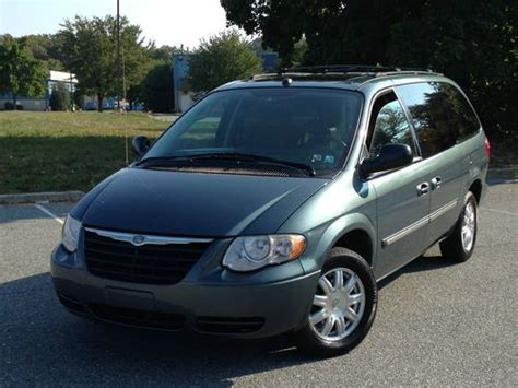 Find Used 2005 Chrysler Town And Country Touring Dvd Stow