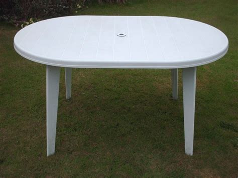 Gartentisch Weiss Kunststoff by White Plastic Garden Table In Woodford Halse