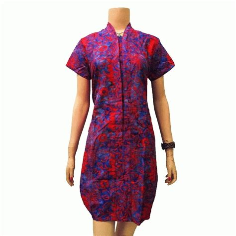 Kebaya dengan potongan pendek dan kerah leher model sabrina terbuka. Dress Batik model balon, kerah V, lengan pendek   Fashions ...
