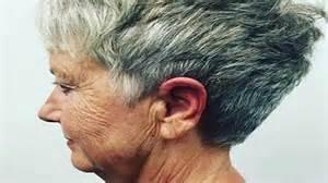 coupe de cheveux court femme 60 ans coiffures courtes pour femmes de 70 ans
