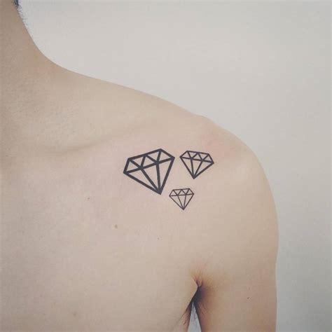 size diamonds   shoulder