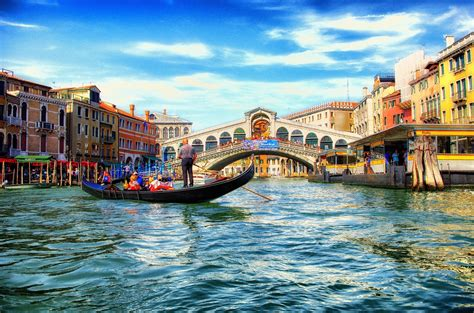 rialto beautiful arch bridge  venice city italy
