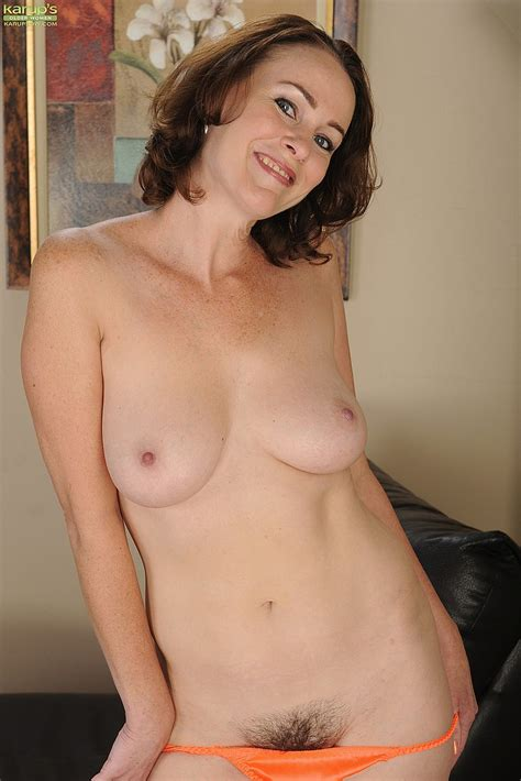 Veronica Snow Strip And Play With Her Punani Milf Fox