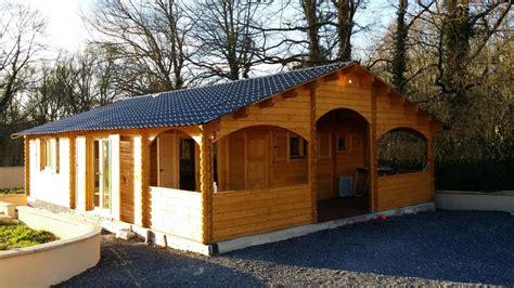 chalet habitable de 67 m 178 une terrasse couverte d en bois en kit