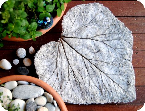 13 diy stepping stones do it yourself ideas and projects