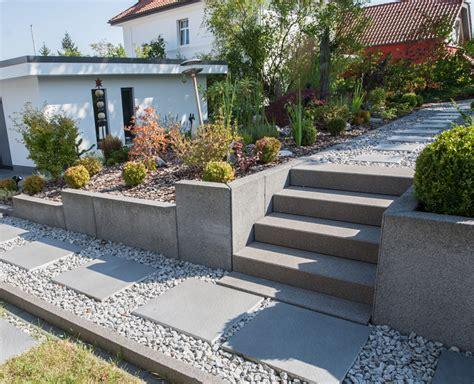 Treppenstufen Und Schrittplatten In Kiesschüttung Geben