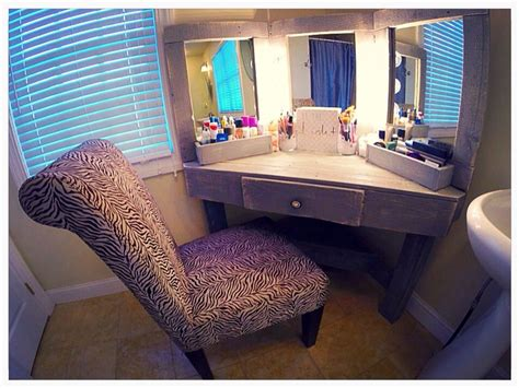 Diy Pallet Wood Distressed Gray Corner Makeup Vanity With