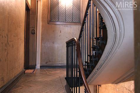 escalier de service haussmanien  mires paris