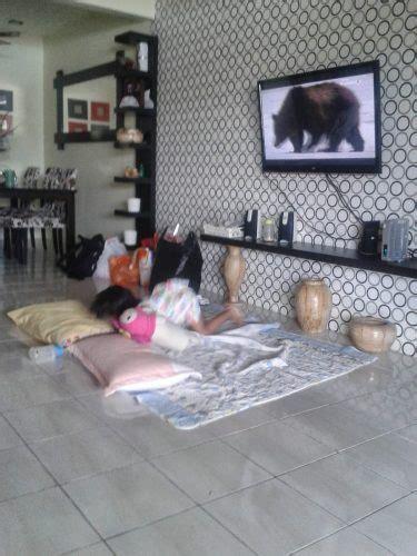 menata desain ruang tamu  kursi  sofa renovasi