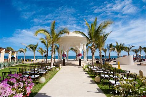 What's The Best Time Of Year For Your Destination Wedding