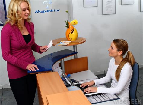 Front Desk Receptionist by How Do I Become A Front Desk Receptionist With Pictures