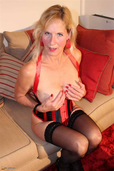 British Mature Molly Maracas Playing In Stockings Porn