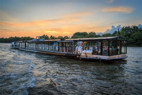 Bateaux Mouche Windsor by Bateaux London Classic Thames Dinner Cruise For Two