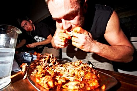 plucky foodies  chomp   spicy chicken wings