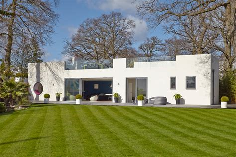 House Style : A Renovated, Bauhaus-style House In Hamble-le-rice