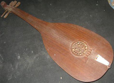 Alat musik tradisional dari indonesia bangsa indonesia merupakan bangsa yang kaya akan kebudayaan terutama di bidang kesenian yang pastinya ada berbagai macam. 15 Alat Musik Tradisional Jambi Serta Penjelasannya - Tambah Pinter