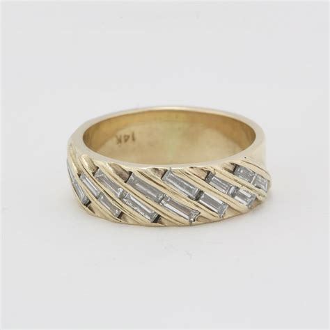 pre owned 14 karat yellow gold diamond band