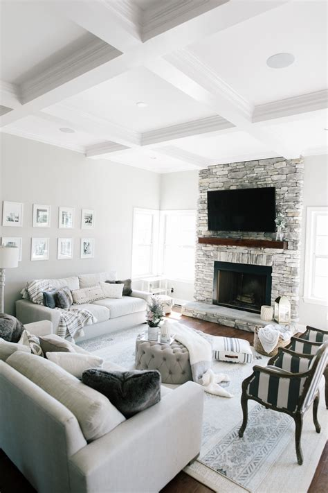 Home Decor: Neutral Living Room Beaus and Ashley
