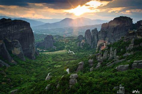 meteora monastery  greece thousand wonders
