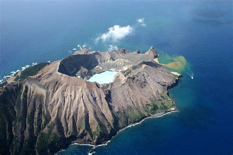 photo volcano  zealand white island