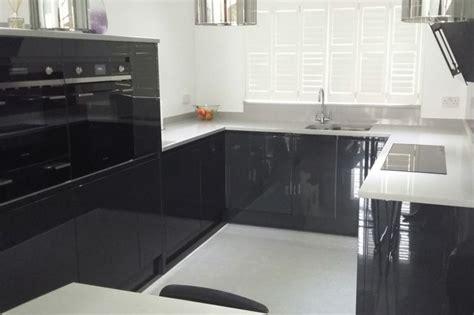 plan de travail cuisine gris cuisine gris anthracite 56 idées pour une cuisine chic