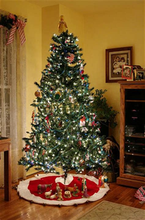 pohon natal 1 5 meter contoh pohon natal unik dengan hiasan menarik belajar