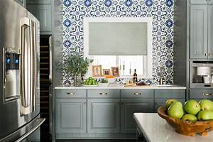 Discover the latest kitchen color trends hgtv for Kitchen cabinet trends 2018 combined with wall art mural