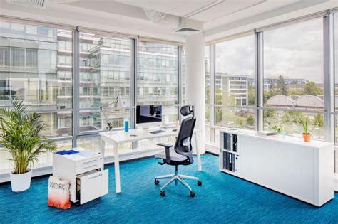bureau avec plateau coulissant bureau en bench pour espaces de travail coworking